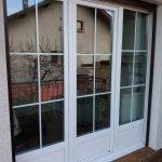 DRIA FENÊTRES_porte-fenêtre en PVC blanc avec soubassement et croisillons Vaud-Genève-Neuchâtel-Fribourg